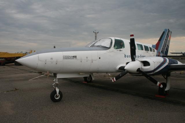 1 - Двухмоторный самолет Cessna 402B