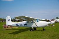 Самолет Cessna 172 вид с боку