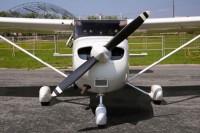 Самолет Cessna 172R вид спереди