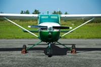 Самолет Cessna 150L вид спереди